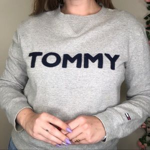 VTG Tommy Hilfiger Spell Out Crew Neck Sweatshirt